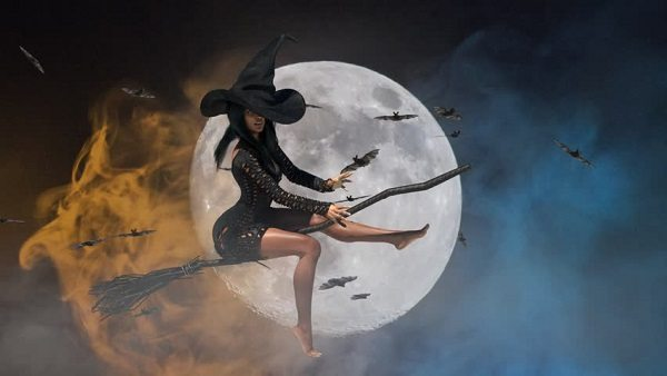 ведьма верхом на метле на фоне луны