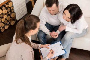 астролог консультирует молодую пару
