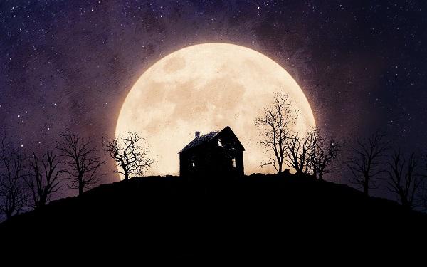 домик на фоне огромной луны