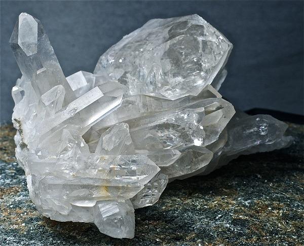 хрусталь в кристалах