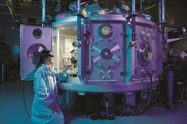 научное оборудование и ученый-эксперементатор