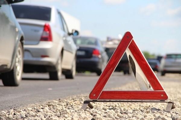аварийный знак на дороге