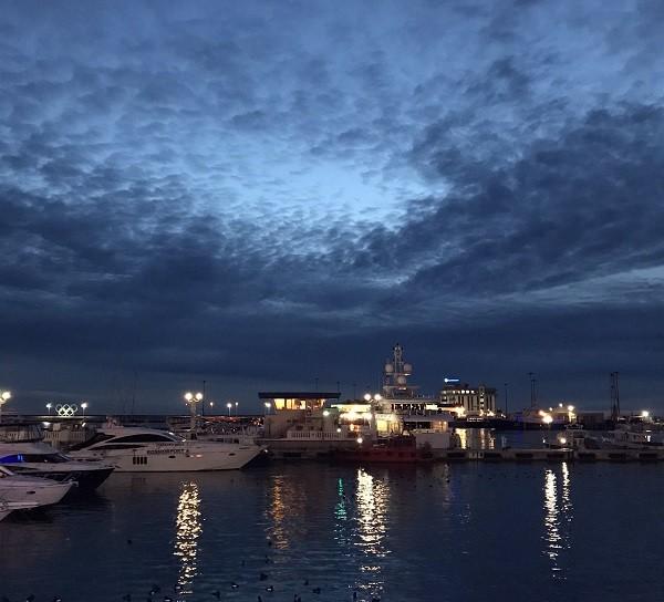 Морской порт ночью