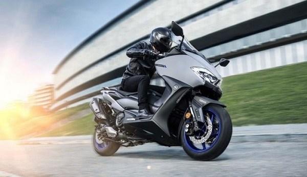 мотоцикл на гоночном треке