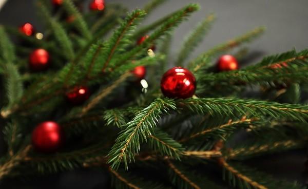 новогодняя елка с игрушками